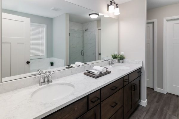 11_Master_Bathroom-913-1000-600-80