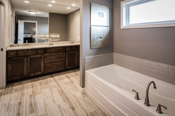 16_Master_Bathroom-579-1000-600-80