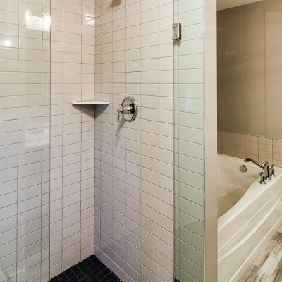 16_Master_Bathroom-770-1000-600-80