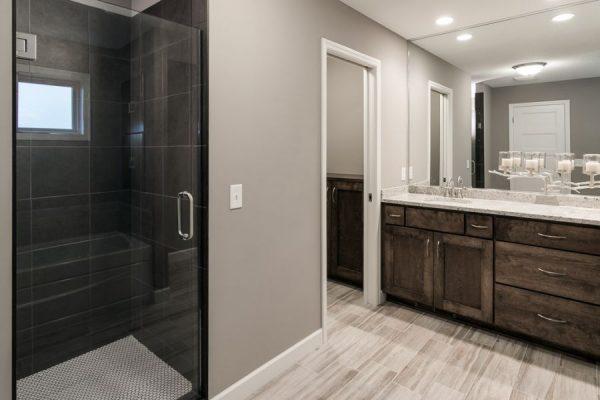 17_Master_Bathroom-580-1000-600-80