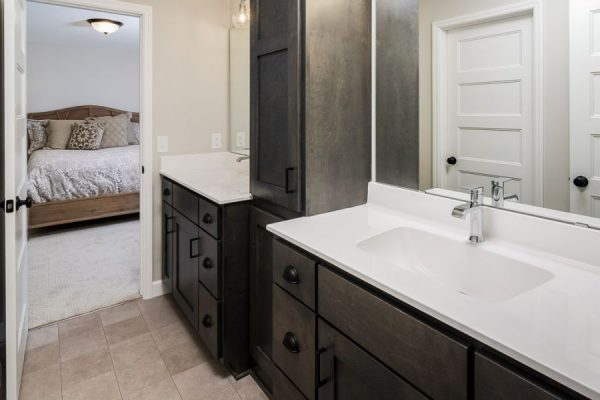 18_Jack_and_Jill_Bathroom-801-1000-600-80