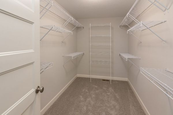 19 Walk-in Closet