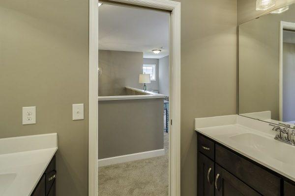 20_Dual_Sink_Bathroom-774-1000-600-80