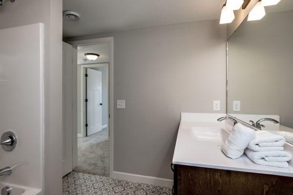 042_Bathroom LL