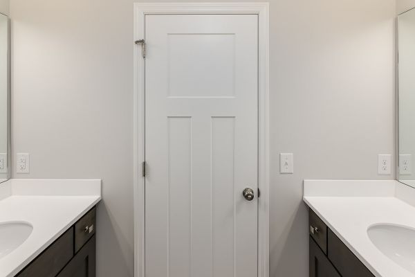 23 Full Bathroom